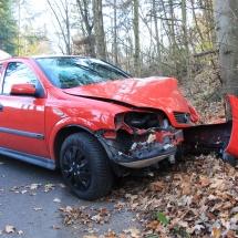 Auto gegen Baum (3)